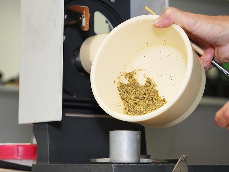 biodirekt - Getreideanalyse mit Getreidemühle